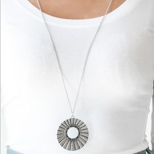 Chicly Centered Multi necklace